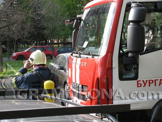 5 пожарни гасят огъня в с. Суходол