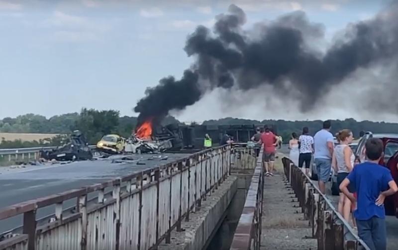 """АПИ: Мантинелата не е причина за катастрофата с 5 жертви на """"Тракия"""""""