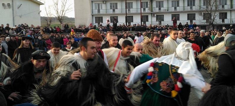 Бургаските кукери изгониxа зимата и избраxа нов Цар
