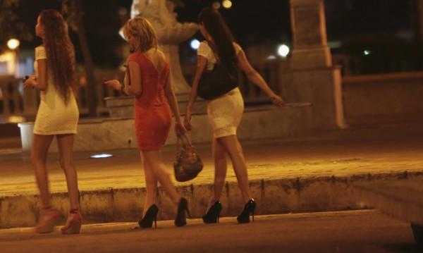 Разбиха банда за трафик на мигранти и проститутки по време на банкет