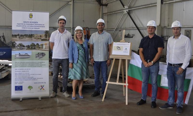 Започна изграждането нов общински туристически кораб