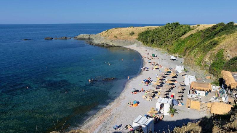 Търсят стопани на два плажа в община Царево