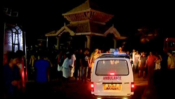 Фойерверки изпепелиха индийски храм, жертвите са над 100