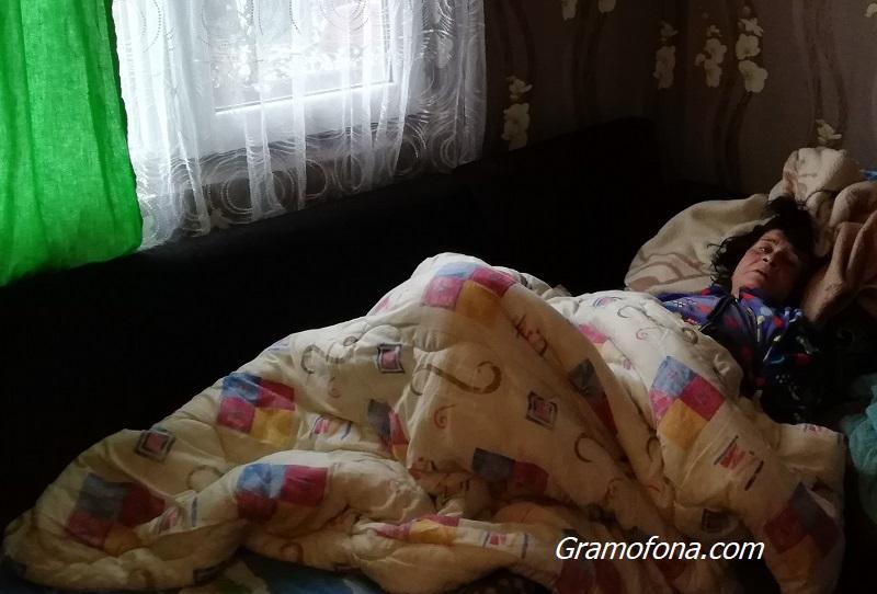 """""""Погребаха"""" приживе баба Рафие от клипа с линейката"""