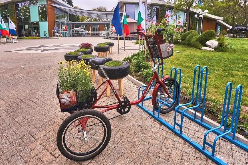 """Цветният базар """"Флора Есен"""" очаква първите си посетители"""