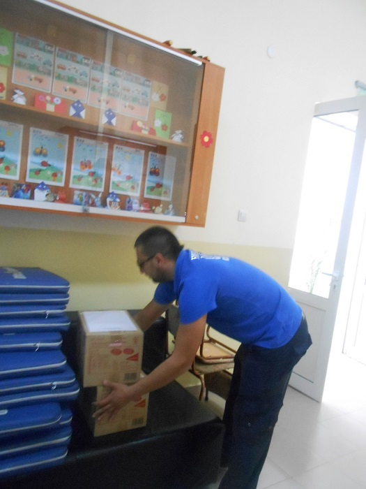 Бургаски депутат с дарение за лекарския кабинет на изгорялото училище в Карнобат