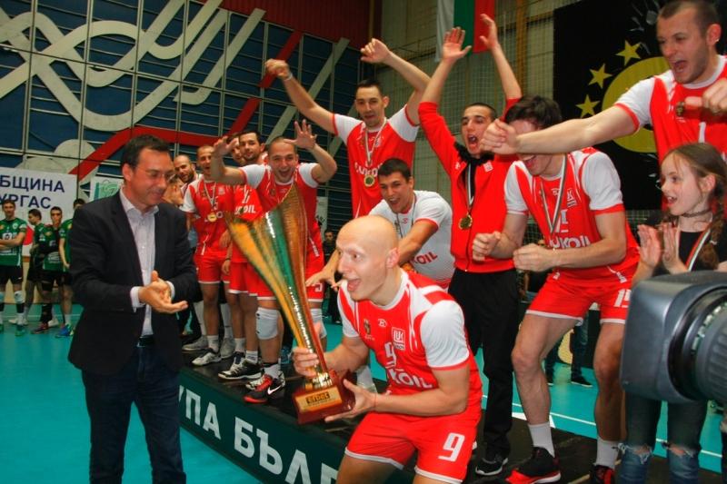 Престижни победи в Гърция записаха волейболистите от Нефтохимик 2010