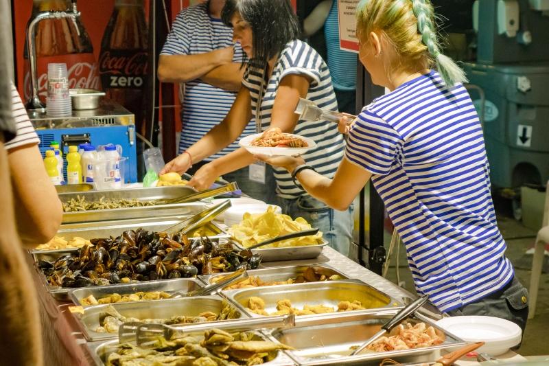 Фестивалът на рибата и виното отново в Бургас. Ще има ли пак печени прасета?