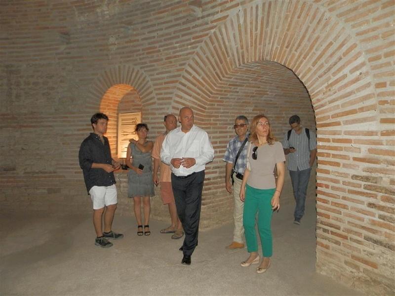 Кметът на Поморие показа куполната гробница на туристическия министър