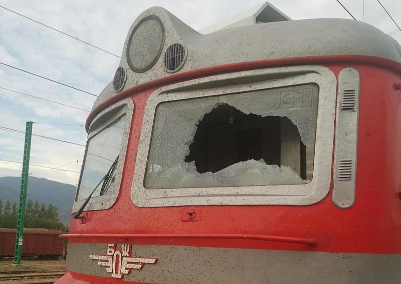 Пътник счупи стъклото на локомотива на бързия влак София - Бургас