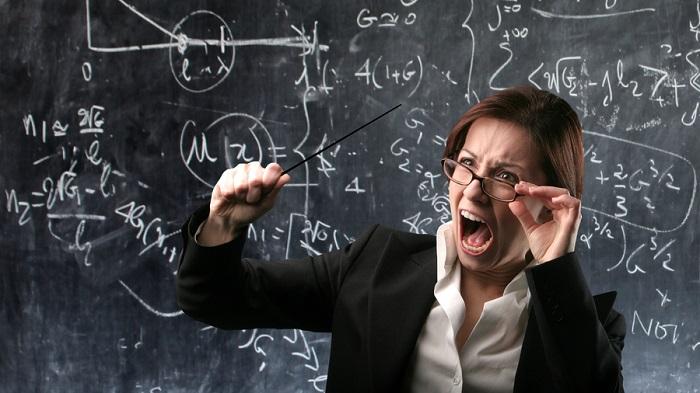 Разследват учителка, давала трудни задачи на първолаци