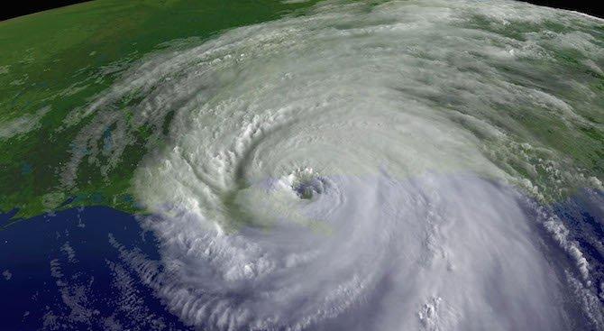 Мощен ураган заплашва Карибите