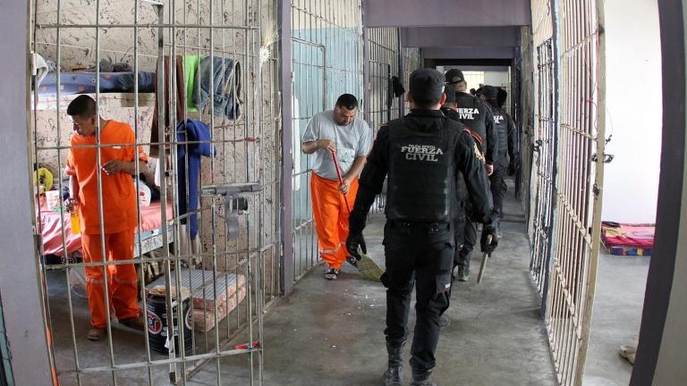 Кървав бунт в затвор завърши с 13 загинали