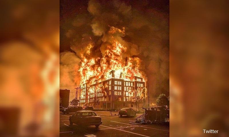 Протестиращи запалиха полицейски участък в Минеаполис