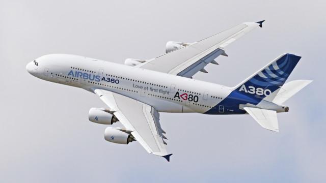 Пътнически самолет с над 50 души изчезна над Индонезия