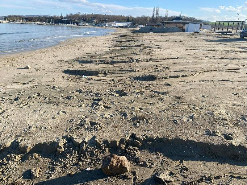 Сериозни щети на плаж Крайморие след проливния дъжд