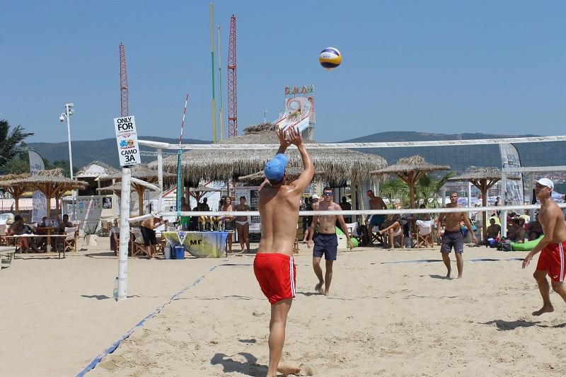 Димитър и Георги грабнаха купата в състезание по плажен волейбол в Слънчев бряг