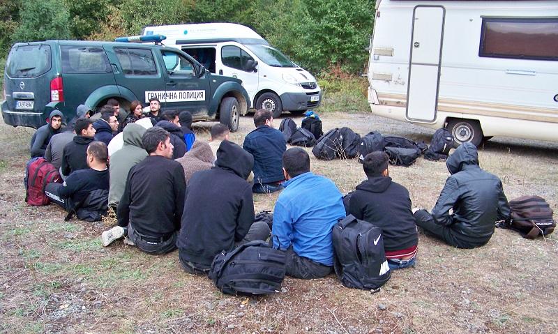 Хванаха нелегални мигранти в кемпер край Малко Търново