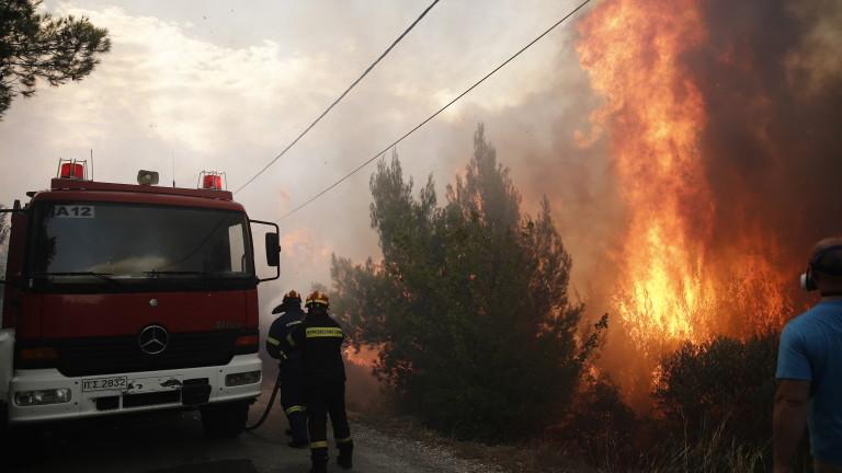 Големи пожари бушуват в Гърция