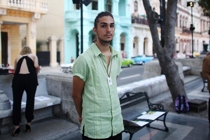 Внукът на Кастро дефилира като модел на Шанел