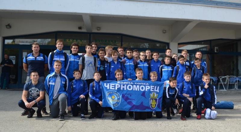 """Ватерполистите на """"Черноморец"""" се завърнаха с две купи от Сърбия"""