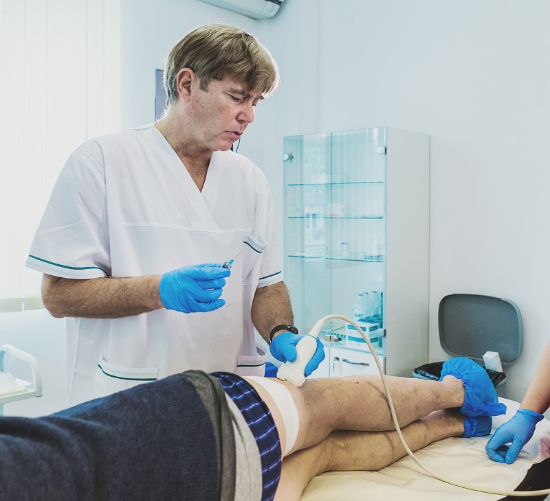 Страдате от разширени вени? Светилото в съдовата хирургия и венозните заболявания д-р Яир Галили приема във Варна