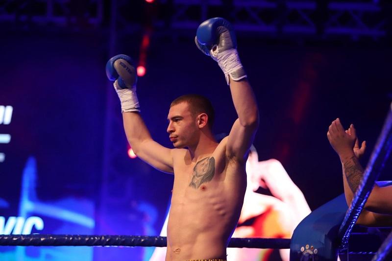 Корунчев и Наковски срещу чужденци на MAX FIGHT 45