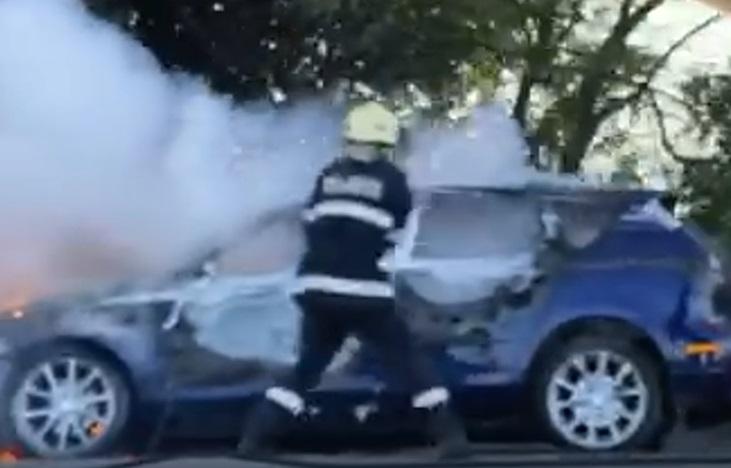 Лек автомобил изгоря на пътя