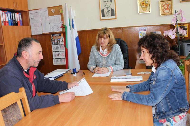Гимназията по строителство в Бургас,  започва реставрация на паното на Кольо Фичето
