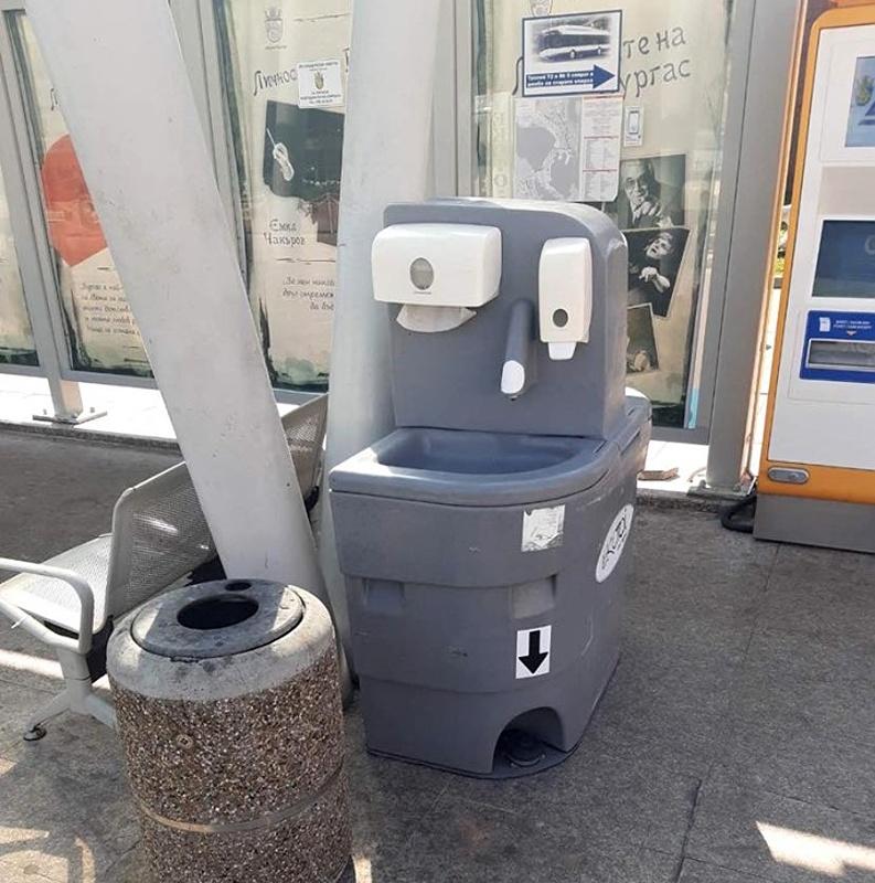 Мобилни мивки с течен сапун поставиха из Бургас