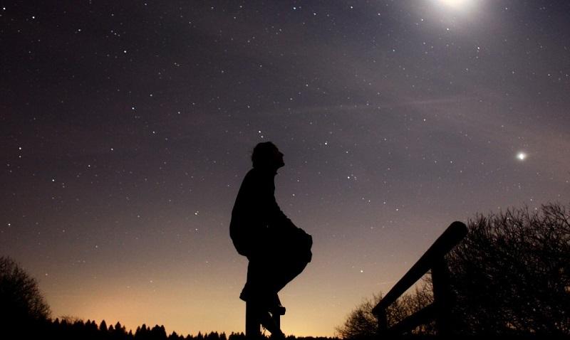 Българово гледа към звездите