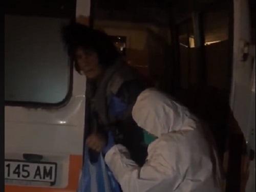 """Баба Рафие от клипа с линейката в """"Победа"""" бедства"""