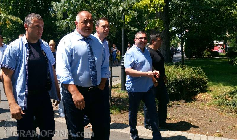 Премиерът: Оставям министър Петков да работи. Да видим дали палатковите лагери ще останат