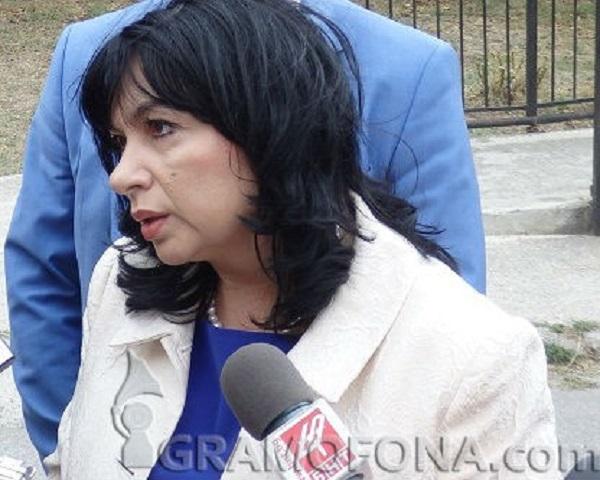 Бърза помощ в Министерството на енергетиката заради Теменужка Петкова