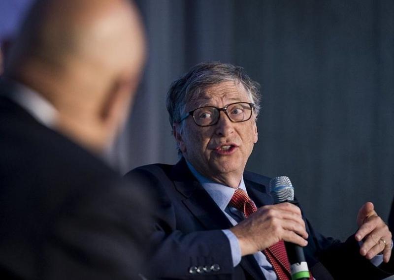 Само ваксина за всички ще нормализира живота, казва Бил Гейтс