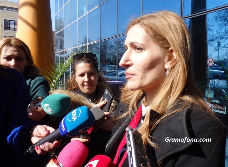 """Министър Ангелкова: Няма да има щети за наши хотели след фалита на """"Томас Кук"""""""