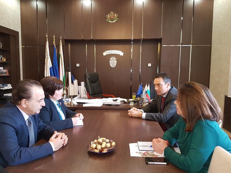 Министър Балтова се срещна с кмета на Бургас