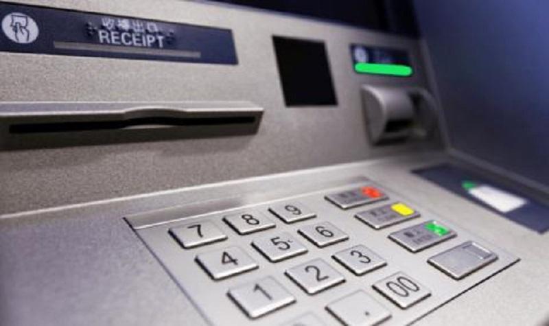 Задигнаха 100 бона от банкомат без да го разбиват