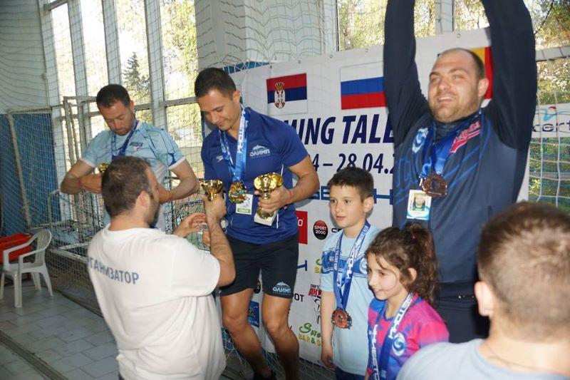 """Клуб """"Бургас"""" взе 7 медала и купа от международен турнир по плуване"""