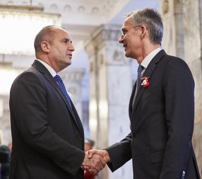 НФСБ скочи на президента, защото говорил на английски с генсека на НАТО