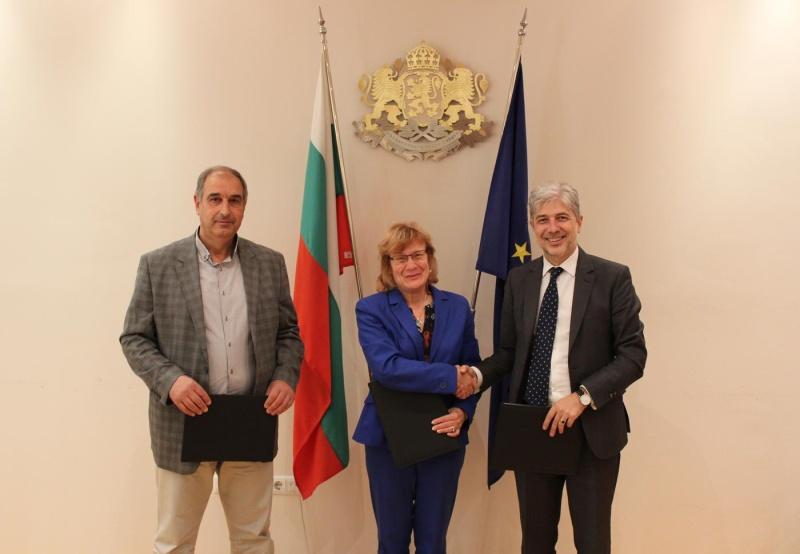 Подписаха договора за доставка на 56 електрически автобуса в Бургас