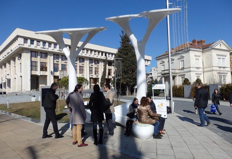 Камера и чувството за отговорност на бургазлии ще пазят соларните дървета от вандали