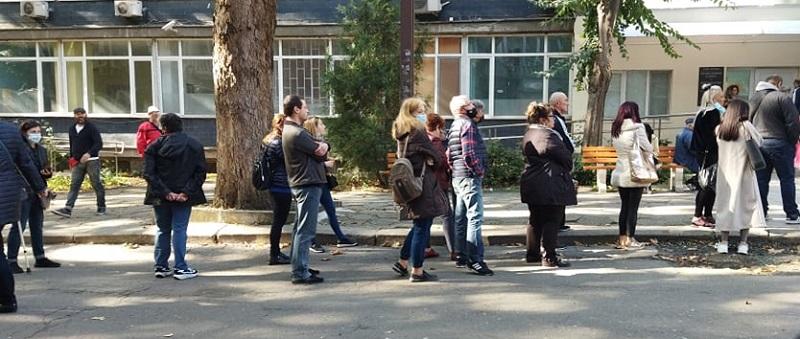 891 ваксини за ден в Бургаско
