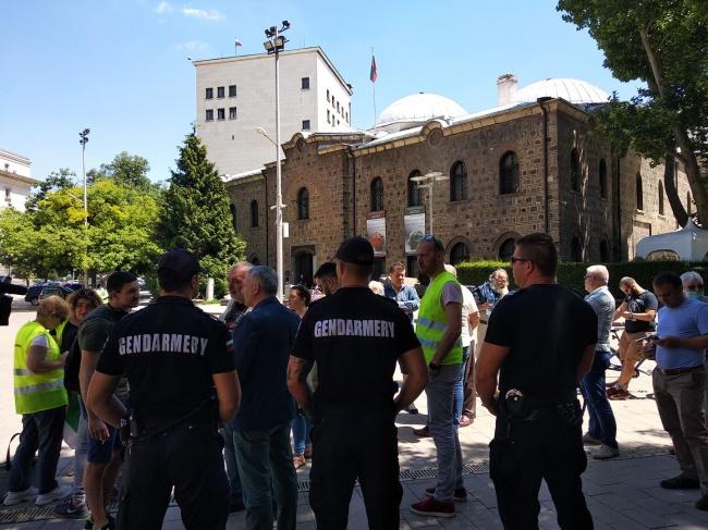 Протест в защита на демокрацията пред Президентството