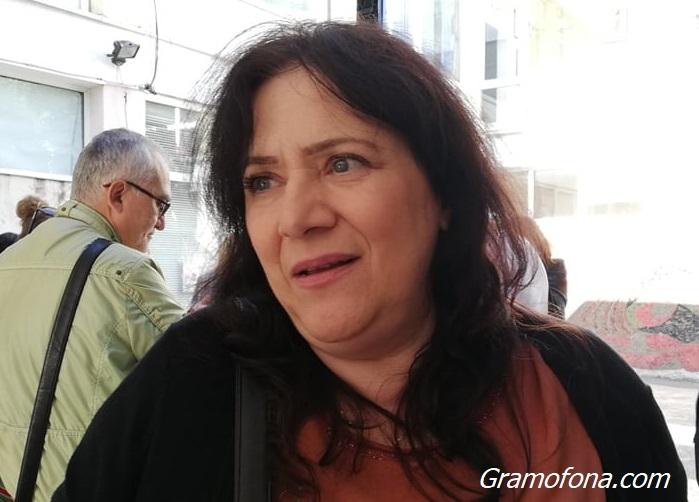 Галя Ичеренска: Унизително е да се молим, за да ни позволят да работим