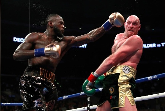 Боксовото зрелище на годината остана без победител