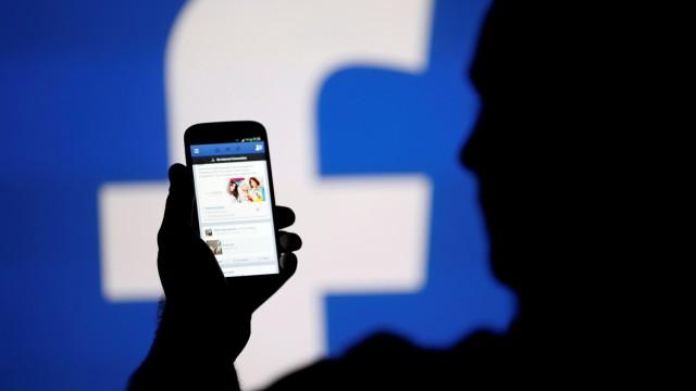 Фейсбук спря в цял свят за час и половина