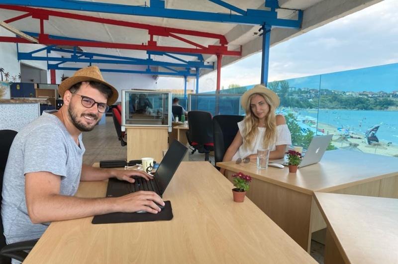 На Каваците отвориха първия споделен плажен офис