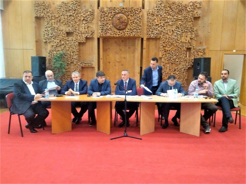 Бой на седесари в Красно село, охрана гони делегати от изпълнителния съвет на партията