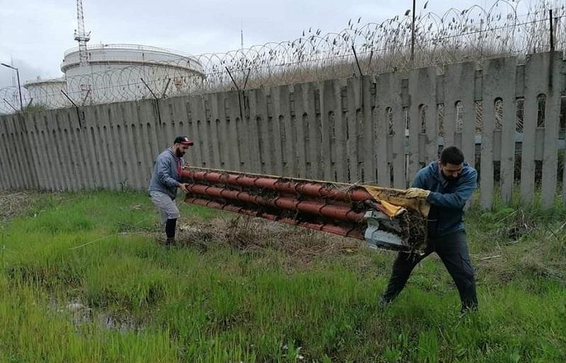 От матраци до туби с нафта, доброволците в Отманли се натъкнаха на невероятни боклуци